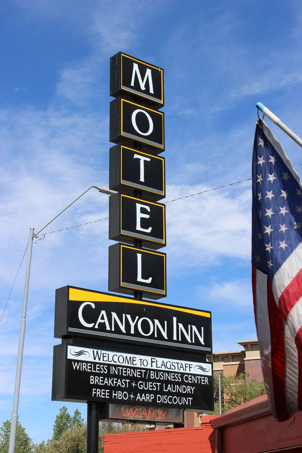 Canyon Inn Motel Sign